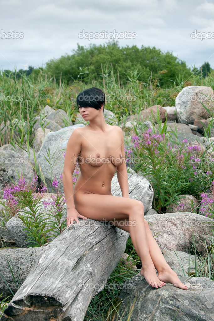 фото сидящего голых баб