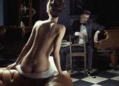Femme nue et jeune homme — Photo