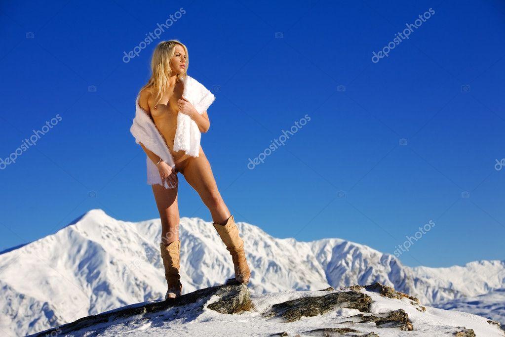 po-snegu-golaya